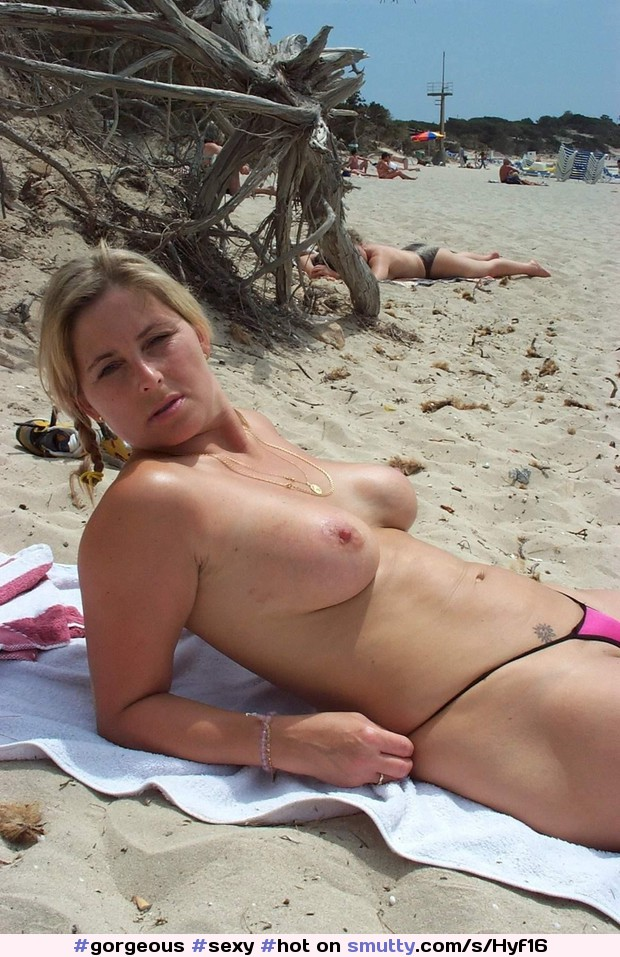 Oops naked pussy on footpath